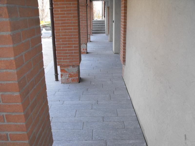 Pavimento Luserna Listelloni Fiammata Extra